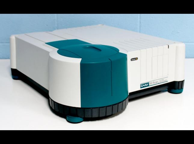 Cary50 spectrophotometer (Agilent)